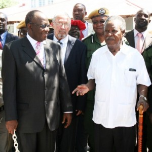 LITUNGA Imwiko Lubosi II (left) speaking to President Sata shortly after a closed-door meeting at the palace in Limulunga la mulena yesterday. In the middle is Vice President Guy Scott. – Picture by ROYD SIBAJENE/ZANIS.Picture from the Zambia Daily Mail Website