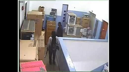 Kenya:  Video Shows Gunmen In Kenyan Mall